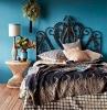idee tete de lit en couleur de cacao sur mur bleu turquoise plancher en bois deco exotique