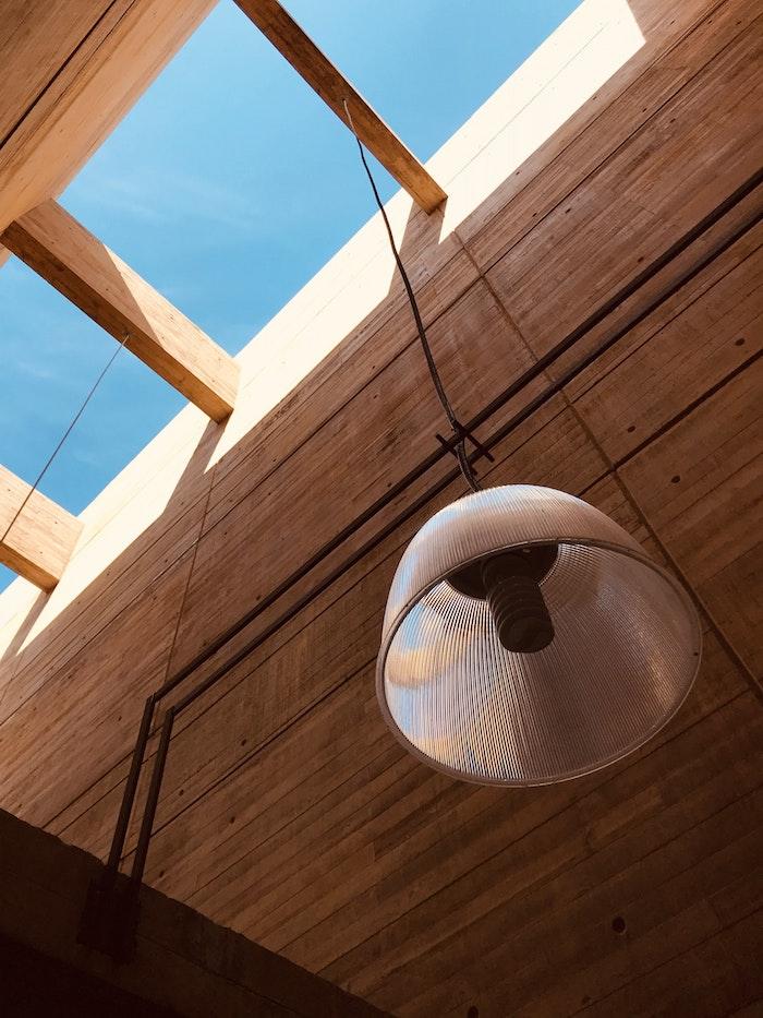 matériau de construction batiment bois ossature boisée lampe construction projet