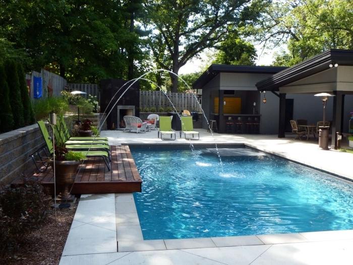 meuble cuisine exterieure jet d eau terrasse bois chaises longues cuisine avec bar été piscine