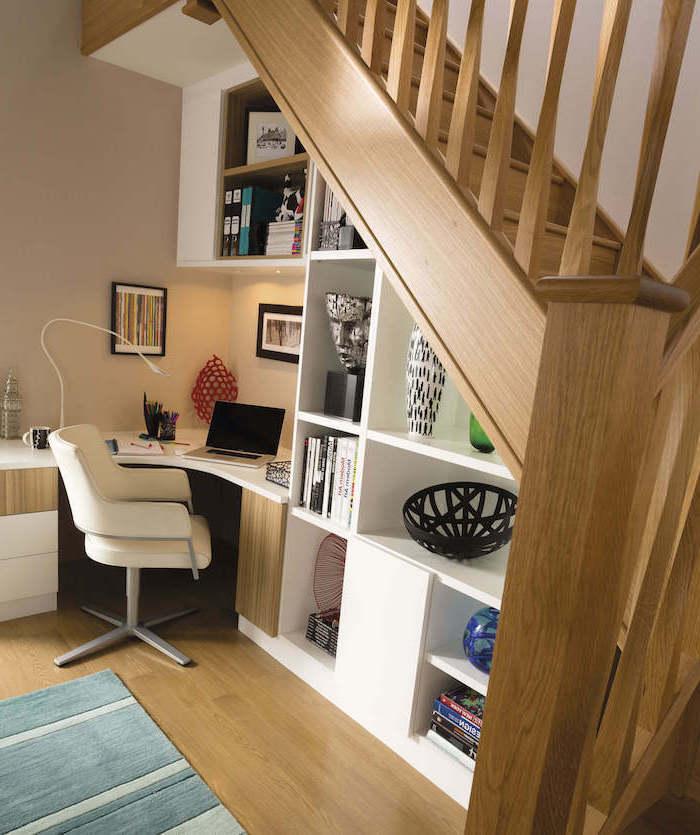 meuble sous escalier en blanc escalier en chêne objets déco styles chaise de bureau en cuir