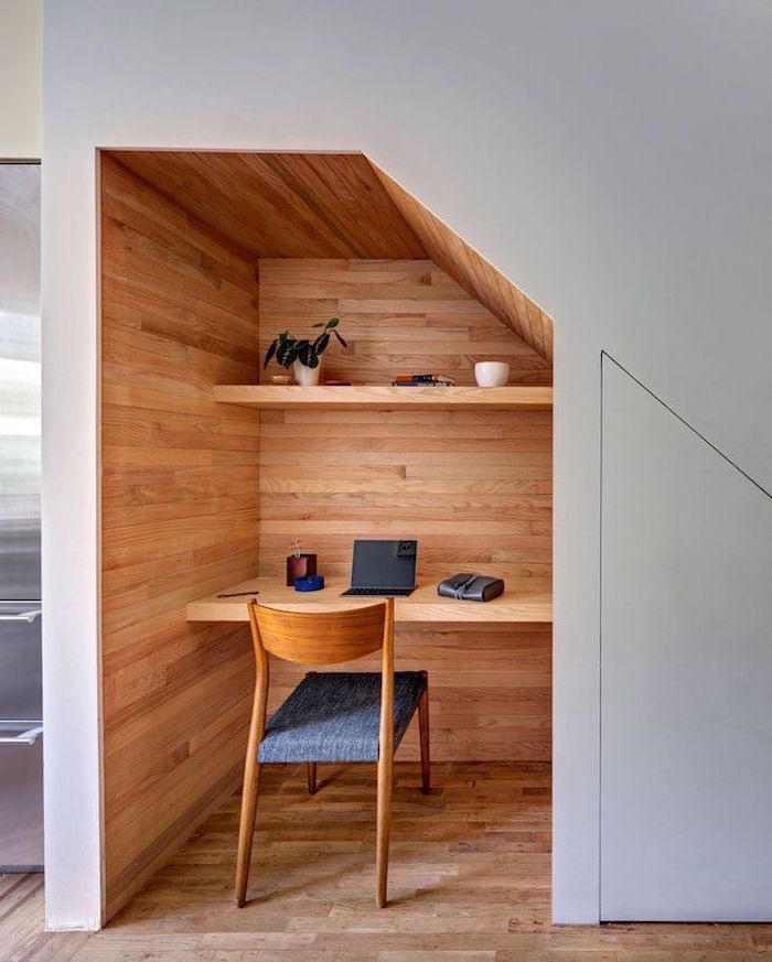 meuble sous escalier escalier en bois avec rangement et étagères en bois sur mesure déco