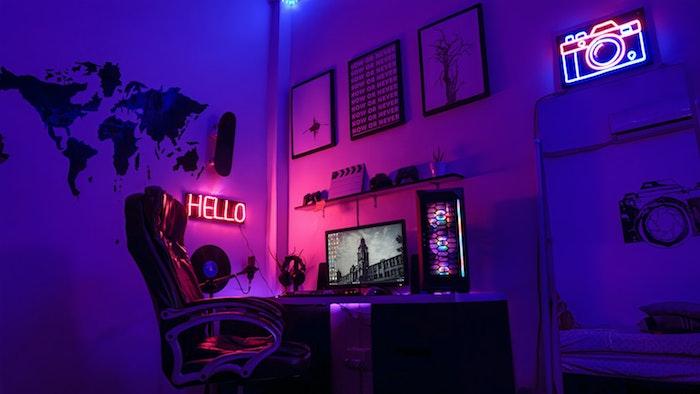 modèle de chambre gaming aménagement deco gaming neon bureau fauteuil ergonomique