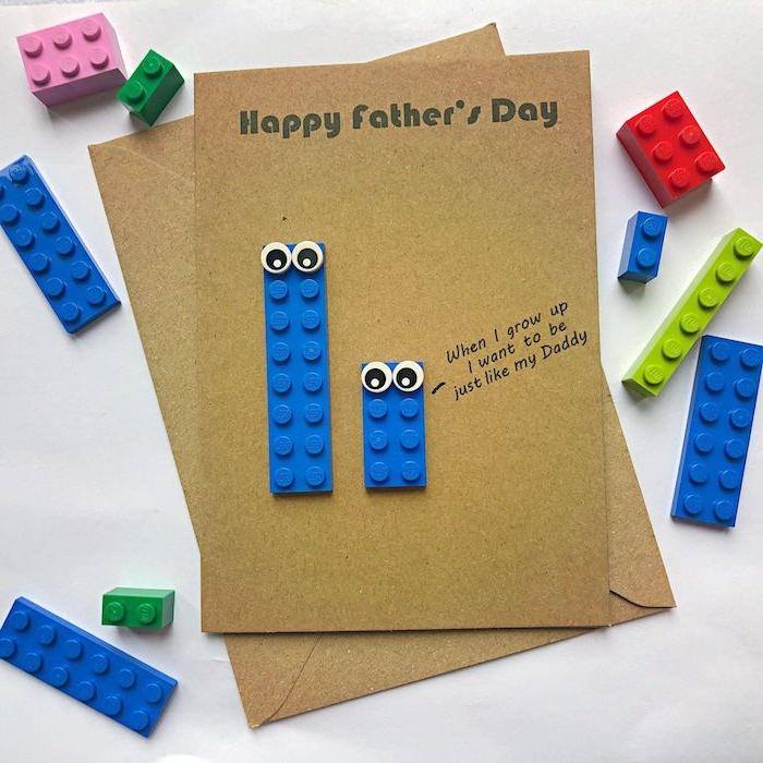 modèle idée cadeau fête des pères à fabriquer facilement avec des pièces lego aux yeux mobiles, carte fête des pères en maternelle