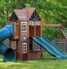 modèle maison jardin enfant avec tobbogans et balançoires dans un jardin extérieur
