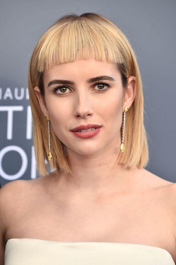 moderne coupe courte femme au cheveux blonds et maquillage léger