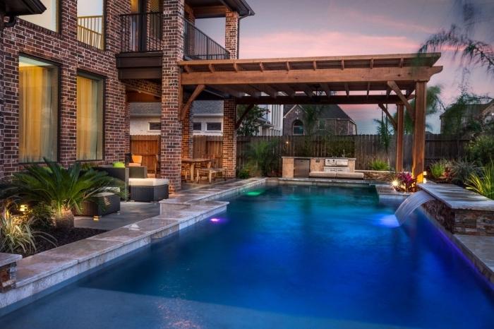 palmier extérieur led éclairage façade briques rouges cuisine d ete exterieur meuble jardin tressé