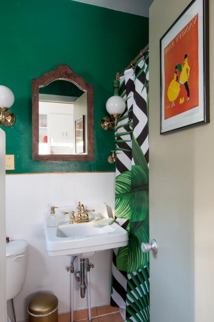 peinture wc moderne couleur vert rideaux douche motifs feuilles vertes petit évier accents or