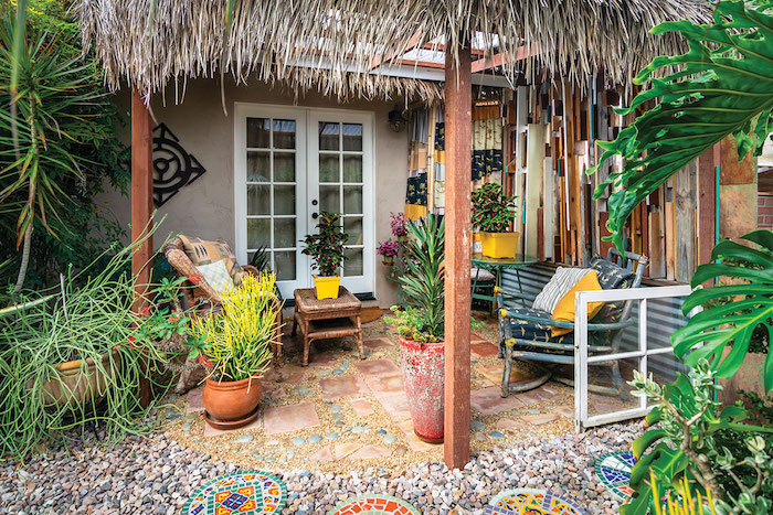 photo deco ardin avec gravier en style boheme meubles d extérieur et pots de fleurs
