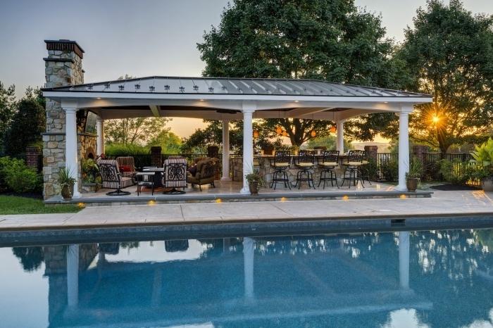 piscine avec cuisine exterieure couverte toit barbecue four meubles de jardin fer forgé