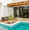 piscine maison meubles en rotin marron plante palme