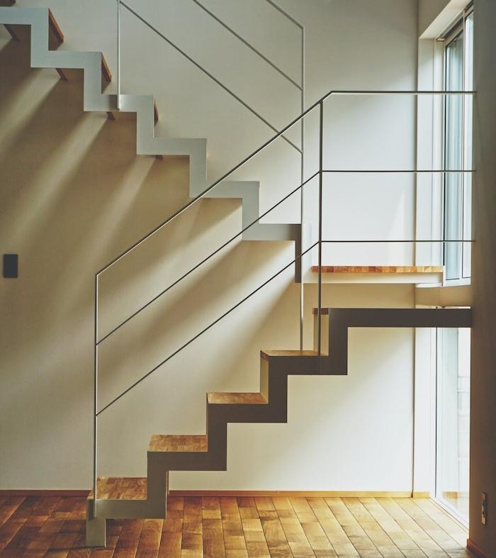 ptofiter de l espace sous escalier pur créer un coin niche pour chat à la maison original