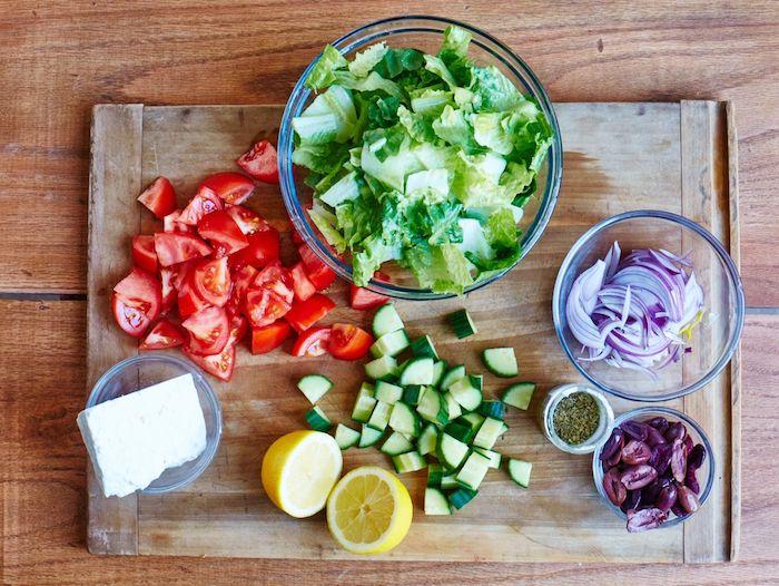 recette salade été laitue tomates concombre oignon rouge citron olive fromage feta basilic sec