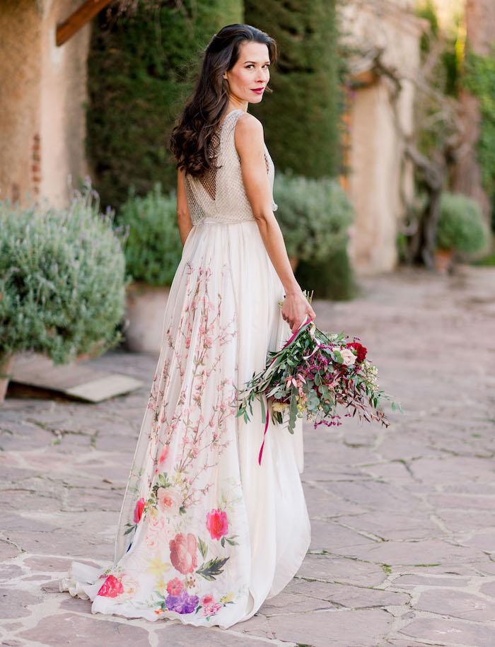robe bohème chic pour mariage à dos semi ouvert cheveux lachés