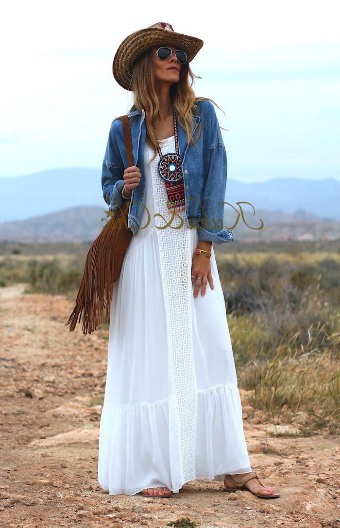 robe champetre chic blanche avec dentelle blouson en jean capelines en paille sandales plates sac à main en lacets