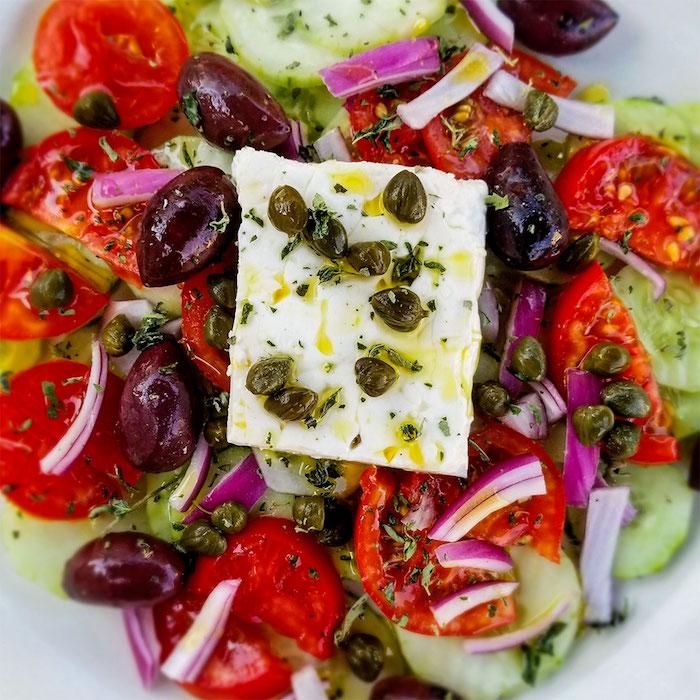 salade concombre feta câpres tomates oignon olives basilic frais fromage feta
