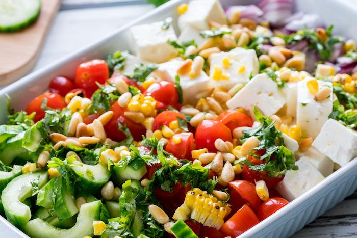salade cretoise variante avec maïs concombre tomate feta
