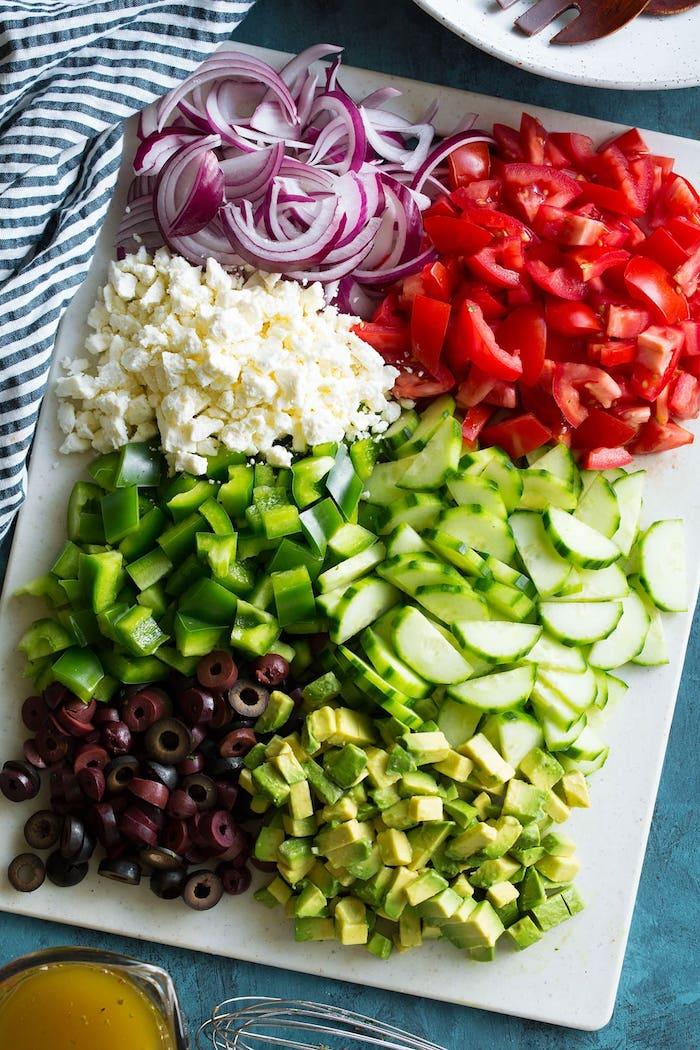 salade grecque quels ingrédients tomates concombre oignon olives avocat fromage feta