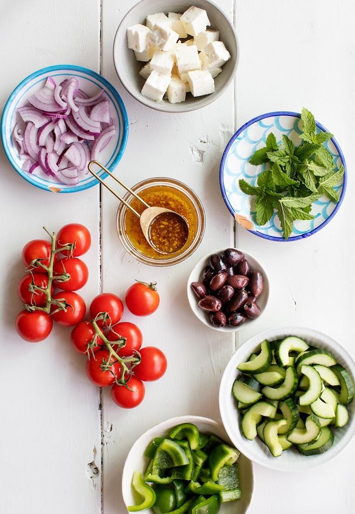 salade grecque traditionnelle tomates concombre oignon olives menthe fromage feta