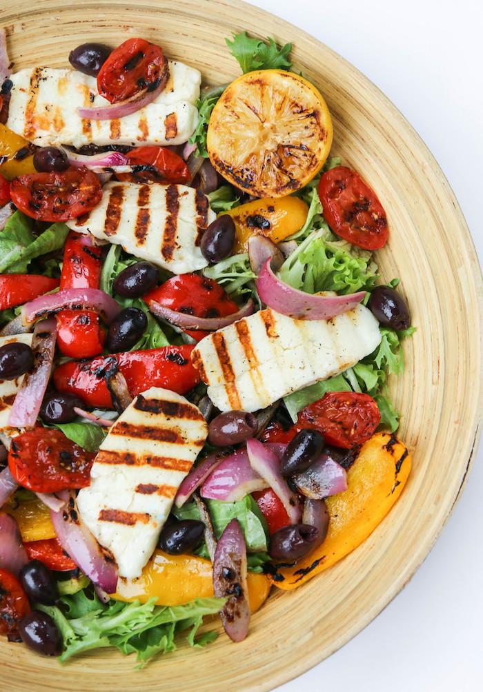 salade idée pour barbecue poulet tomates oignon poivrons et citron grillés