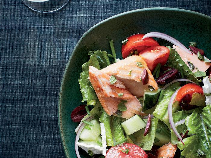salades d été originales et simples saumon laitue tomates oignon