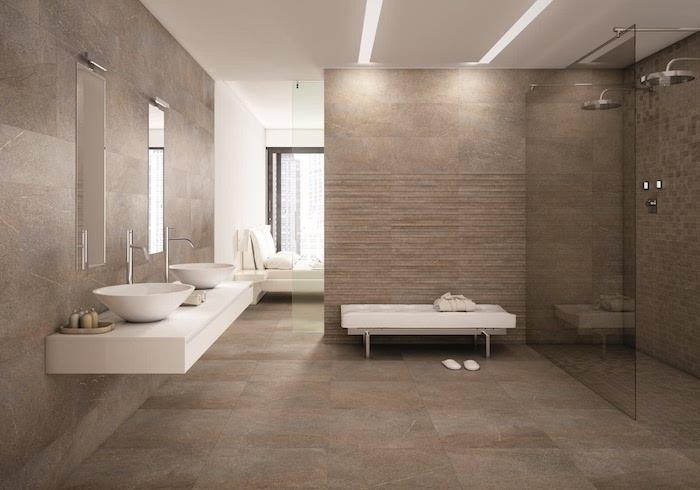 salle de bain de luxe en beige et blanc évier et douche doubles carrelage sur le sol
