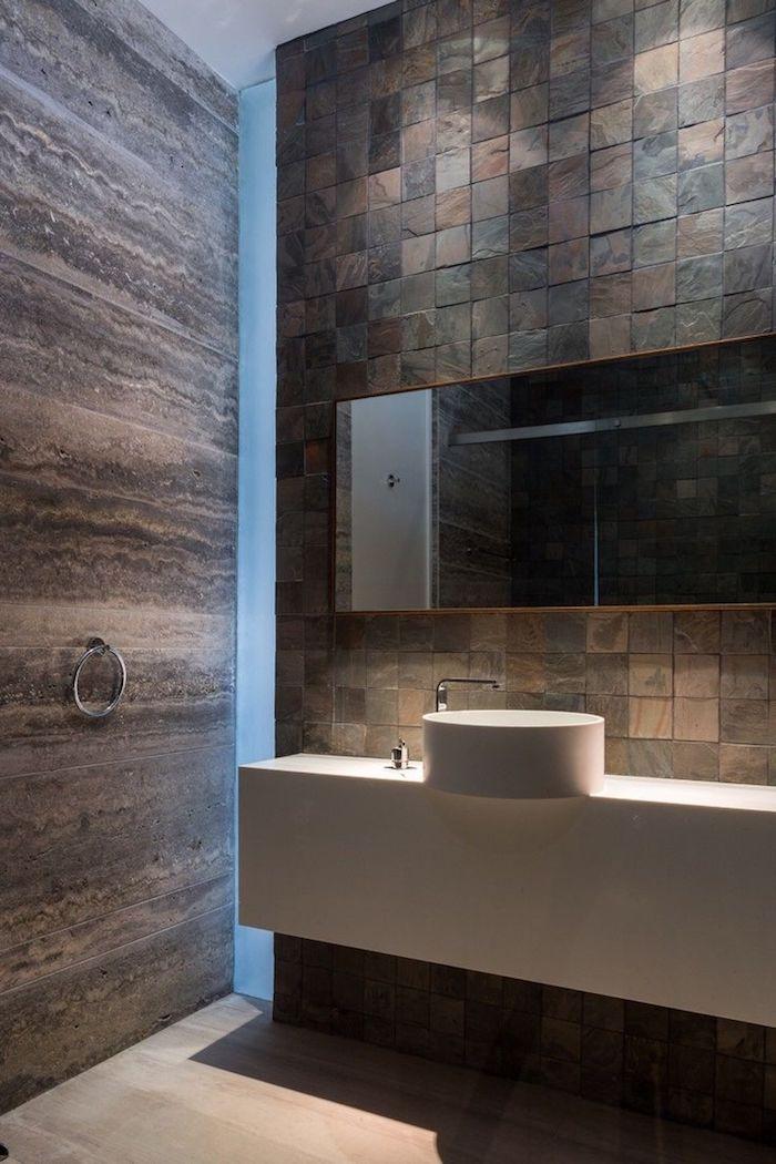 salle de bain moderne de luxe en pierre marron et blanc style épuré