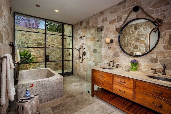 salle de bain travertin et bois baignoire en pierre naturelle cadre de porte fenetre noir miroir noir