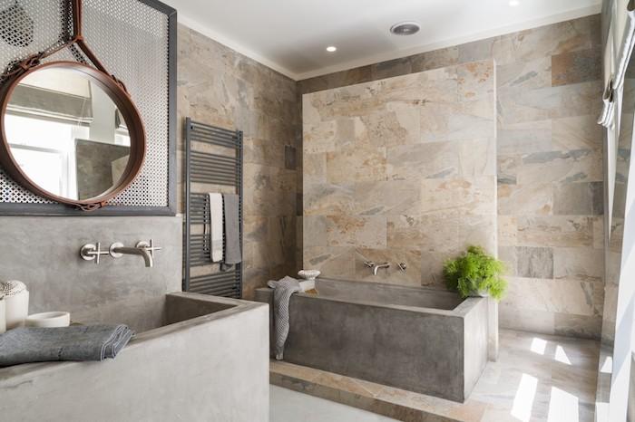 salle de bain travertin moderne en beige et gris baignoire en pierre naturelle miroir en bois