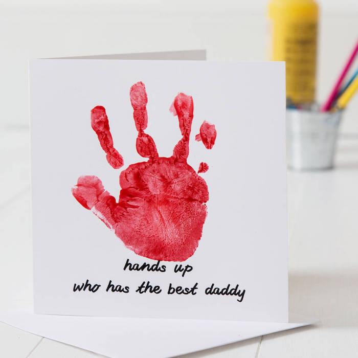 simple carte pour la fete des papas en empreinte de main peinture avec message pour papa