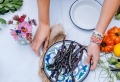 Choix de vaisselle pour une déco de table au top des tendances estivales