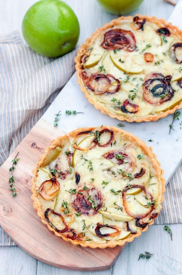 tarte au fromage blanc oeufs farine sauce blanche garniture quiche oignon rouge roti petite tarte