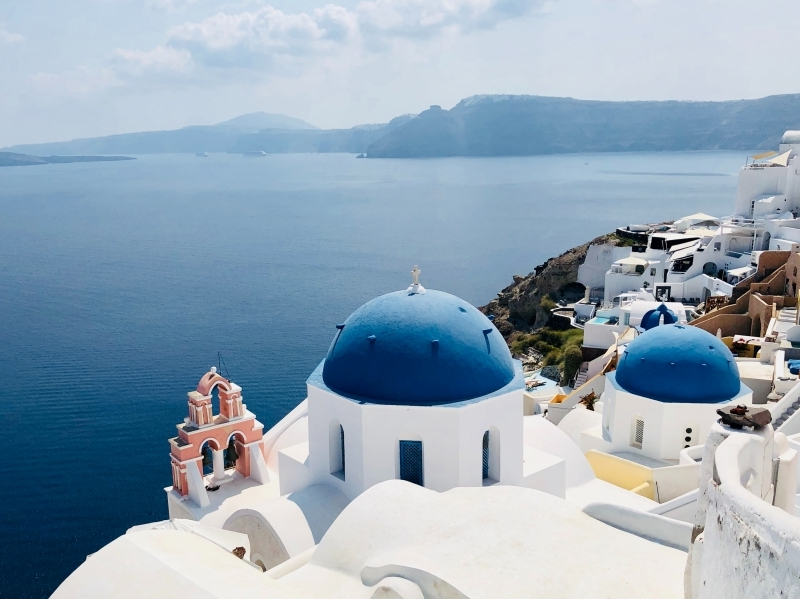 île vacances santorin grece bâtiments maison blanche volcan terre mer