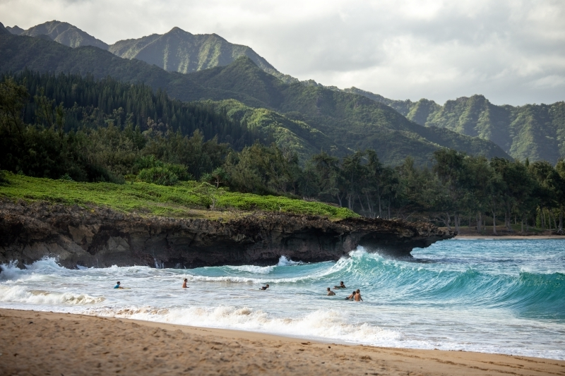 hawaii destination paradisiaque vague surf activité île exotique nature sauvage