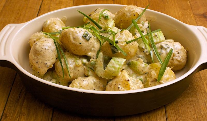 accompagnement pomme de terre à la mayonnaise et oignon nouveau