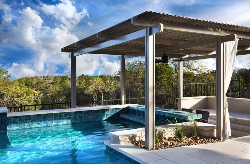 aménagement paysager autour d une piscine une pergola pour la piscine