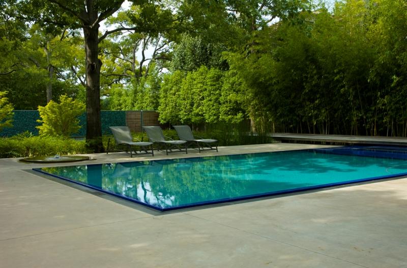 Le bon aménagement paysager autour d'une piscine