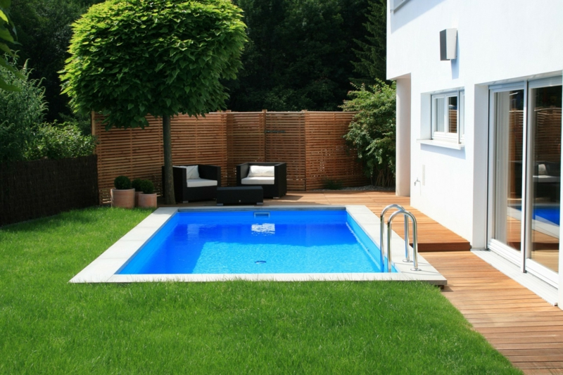 amenagement autour d une piscine une petite piscine imposable dans le jardin