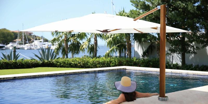 amenagement piscine un parasol pour la piscine