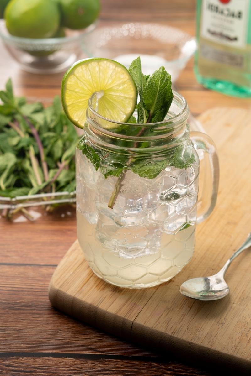 apéritif sans alcool cuillère cocktail citron vert eau gazeuse boisson été