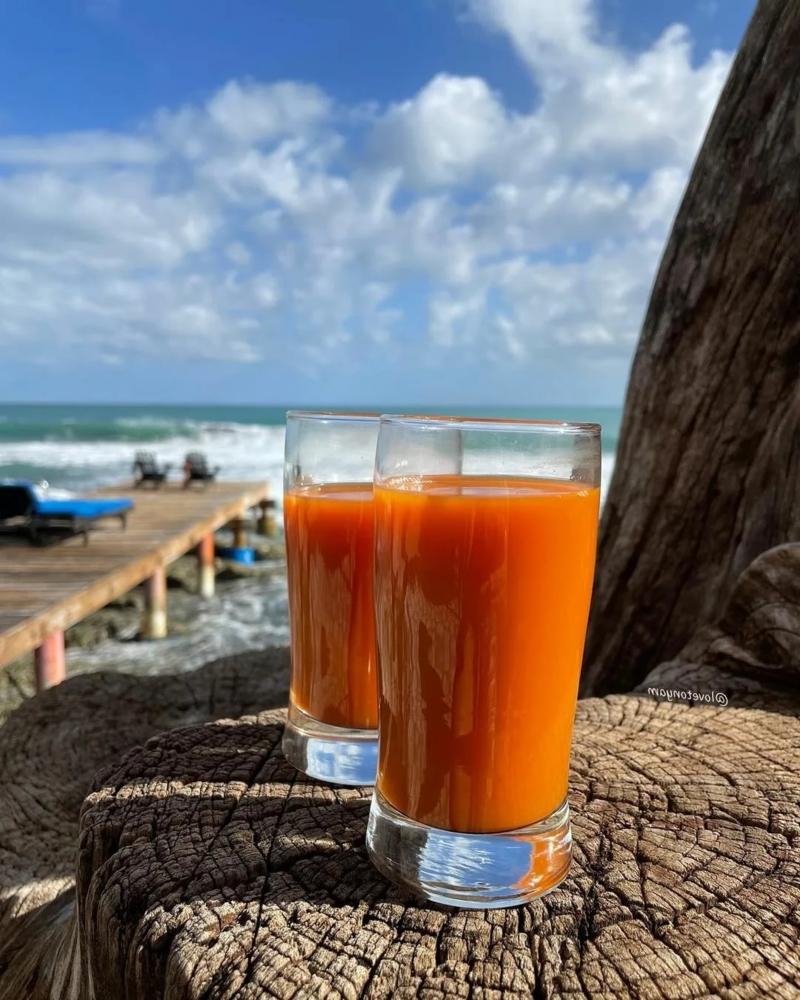 astuce pour bronzer plus vite un jus de carottes près de la mer