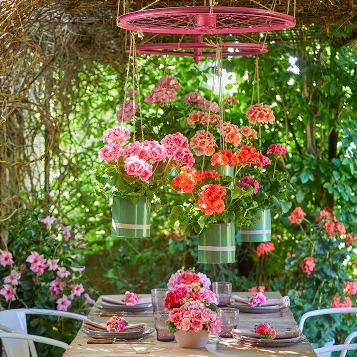 boite de conserve deco jardin pots de fleurs suspendus sur roue