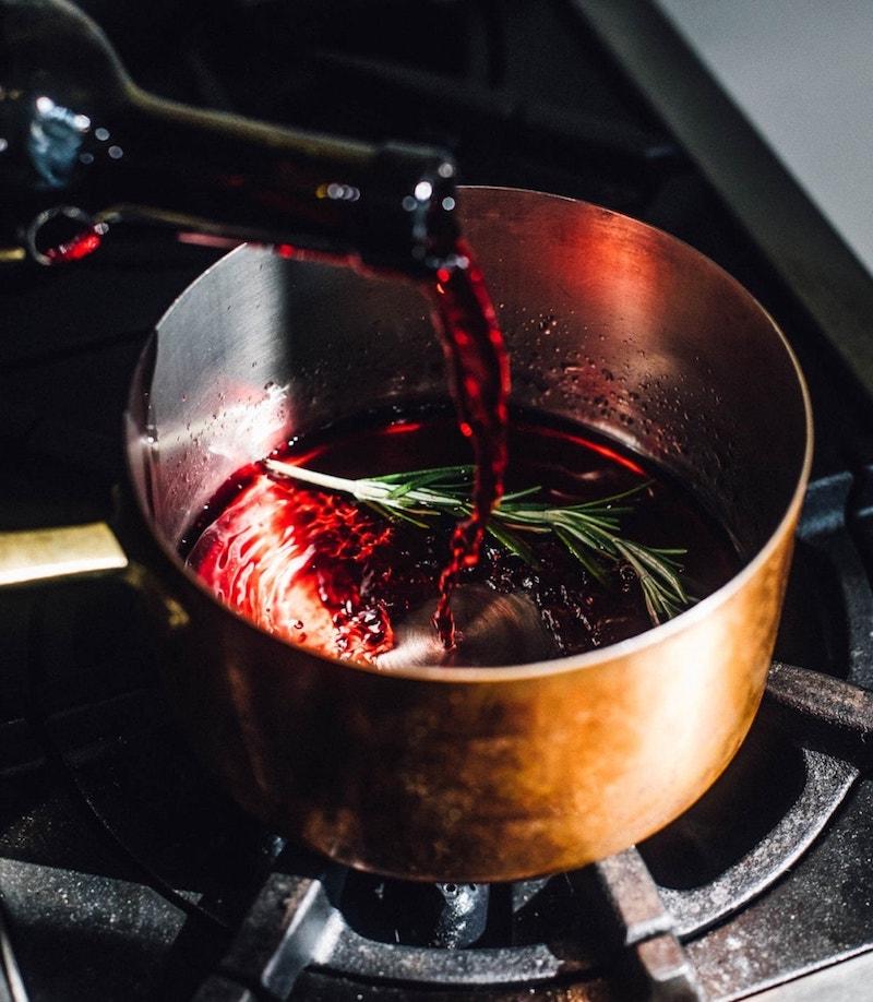 bouillie de confiture figues fraiches cuites dans casserole à la maison