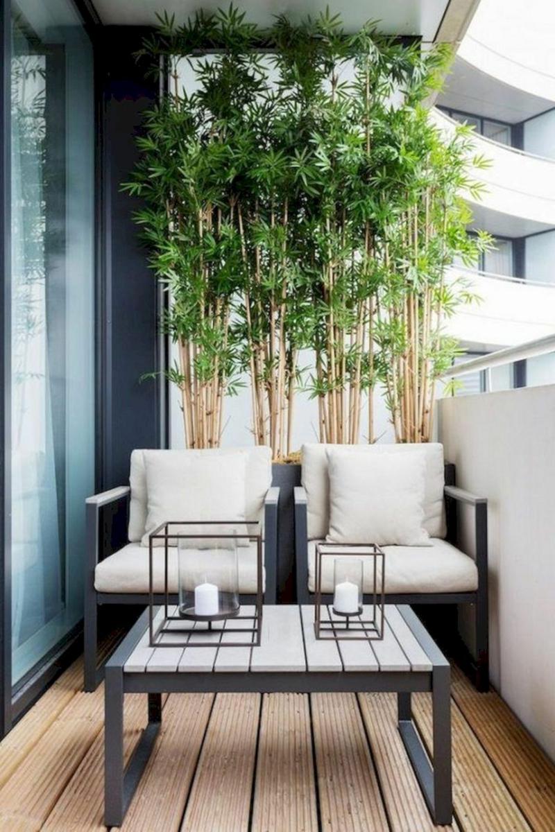 brise vue jardiniere bambou sur un balcon