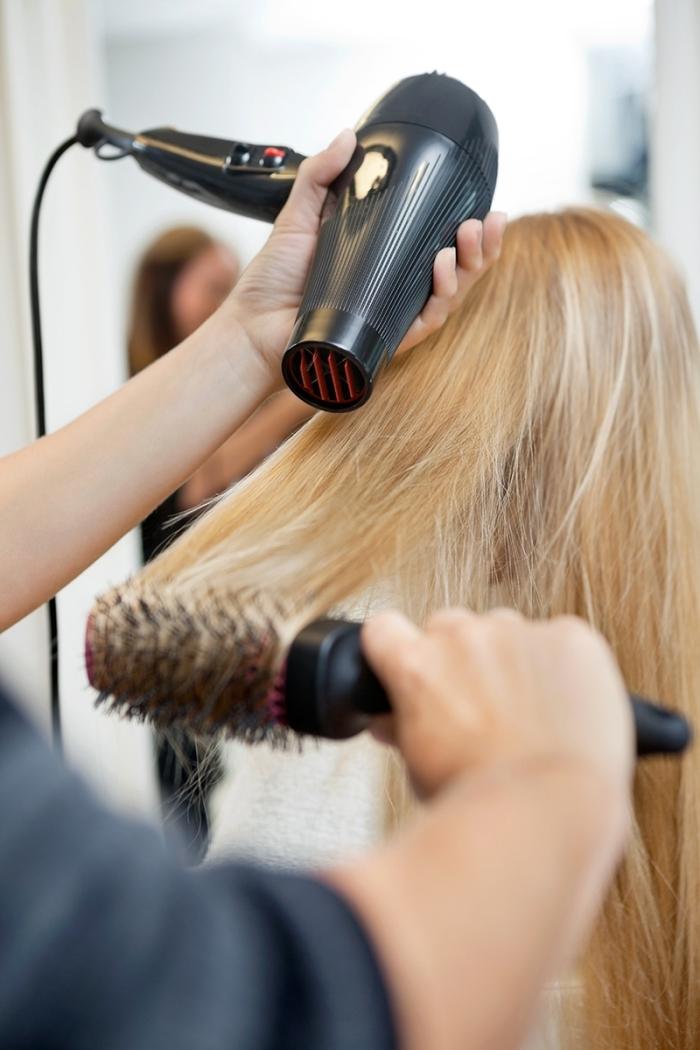 brushing wavy technique coiffure cheveux maison séche cheveux brosse ronde brushing lisse facile