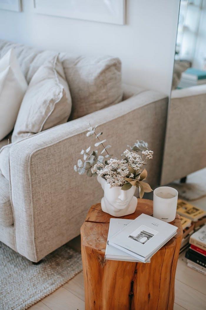 canapé de qualité pas cher bout de canapé en bois original vase en forme de tête