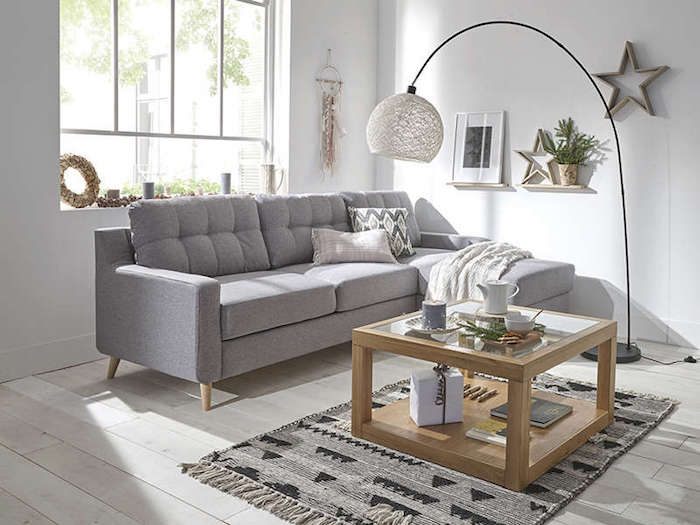 canapé de qualité pas cher en gris clair d angle table basse en bois clair déco stylée