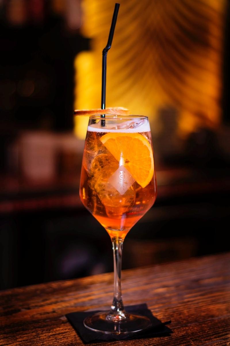 cocktail prosecco recette classique glaçons tranches orange liqueur