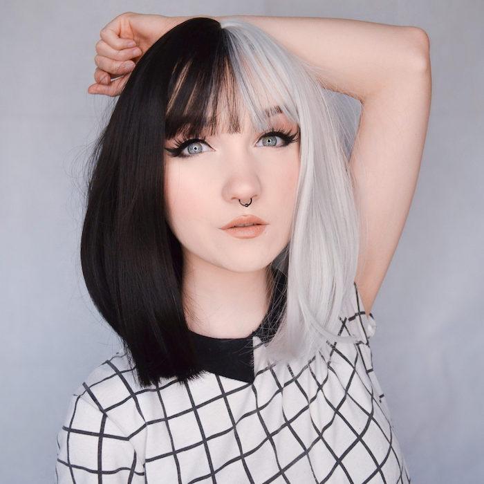 coloration blond polaire et noire split hait cheveux bicolore tendance 2021