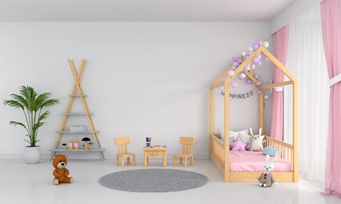 comment aménager une chambre enfant fille en rose et gris avec lit cabane décoré de guirlande à boules étagère triangulaire
