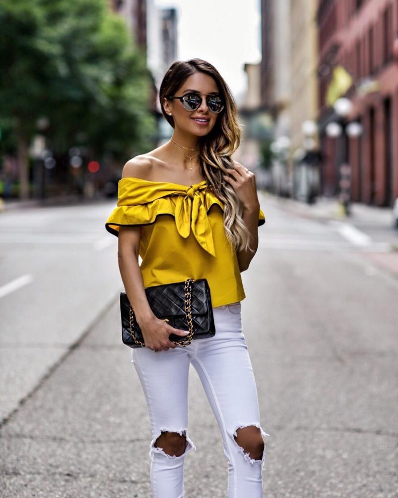 comment avoir un beau bronzage une fille qui porte une chemise jaune
